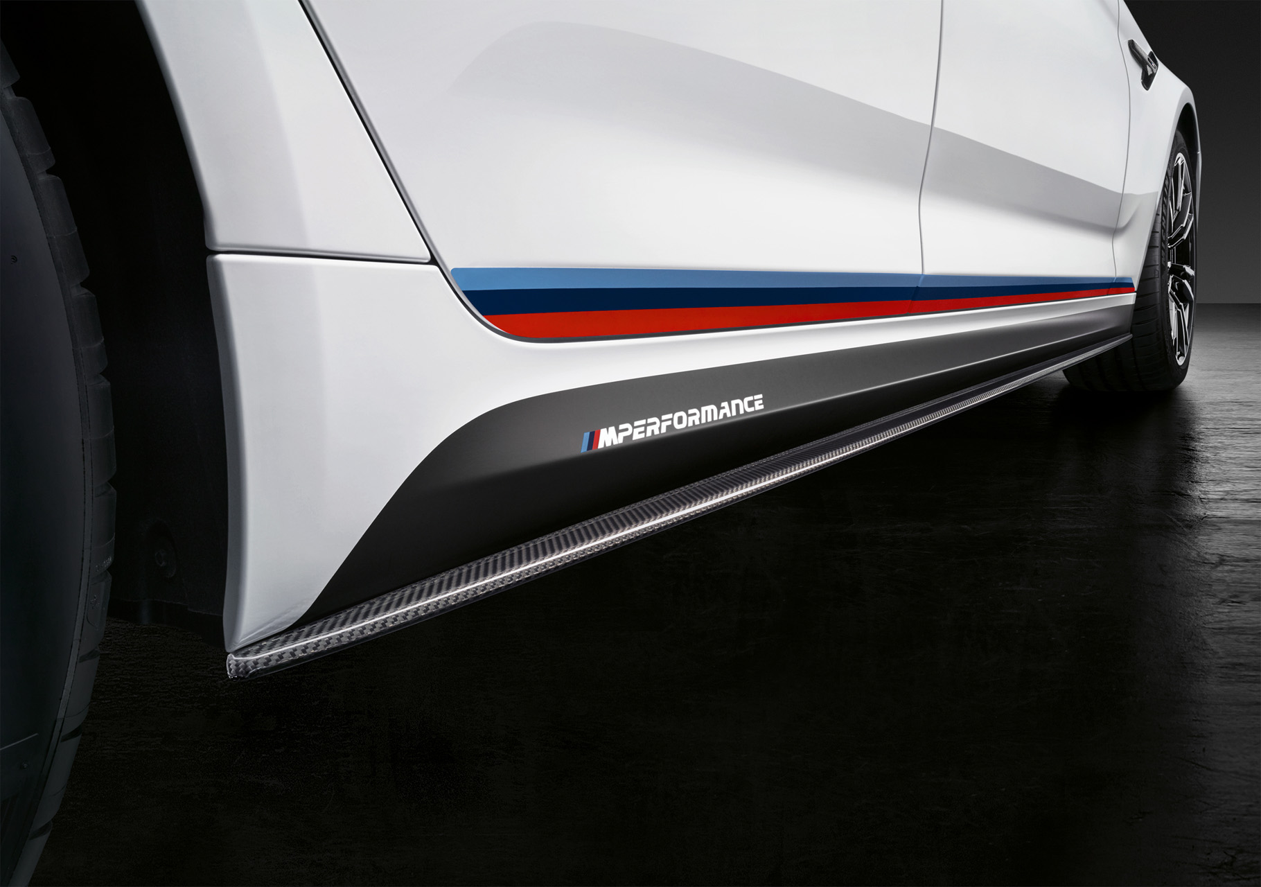 8b95e3b1e928 ... in the accessory range developed especially for the BMW M5 include the  package comprising M Performance aerodynamics components. All of these parts  are ...