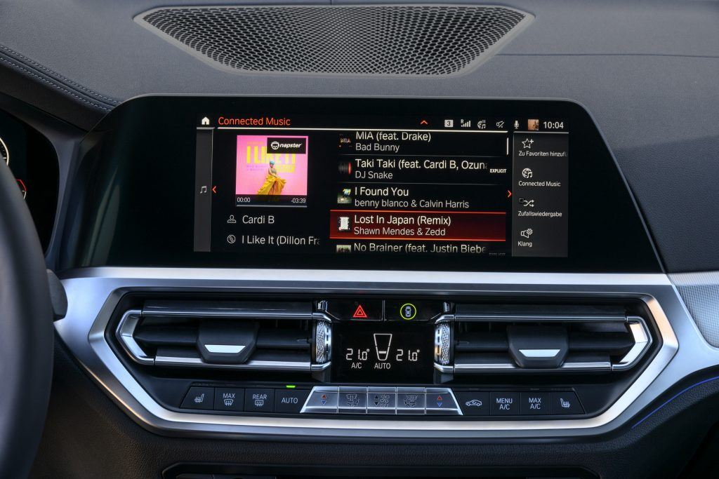 With Connected Music, you can directly stream as many as 30 million songs without any limits, using the SIM card installed in your vehicle.