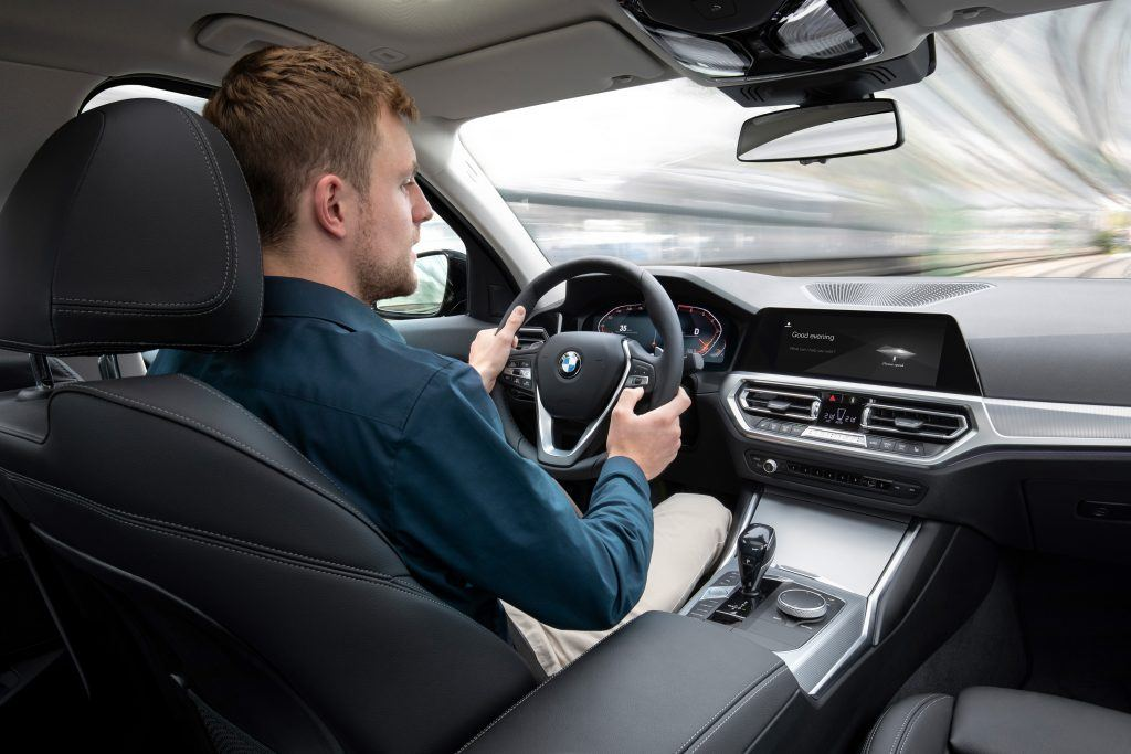 The Variable sport steering with Servotronic creates a direct and agile steering response and ensures that less physical effort is required to turn the wheel.