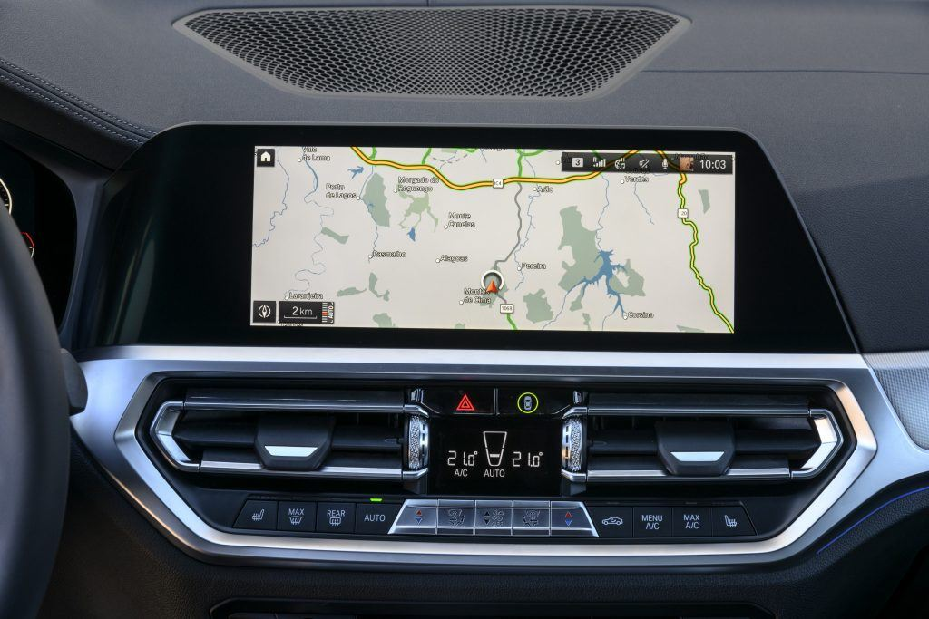 The innovative operating concept of the BMW iDrive 7 enables even easier operation of vehicle functions via gestures, speech, touch screen and iDrive control.