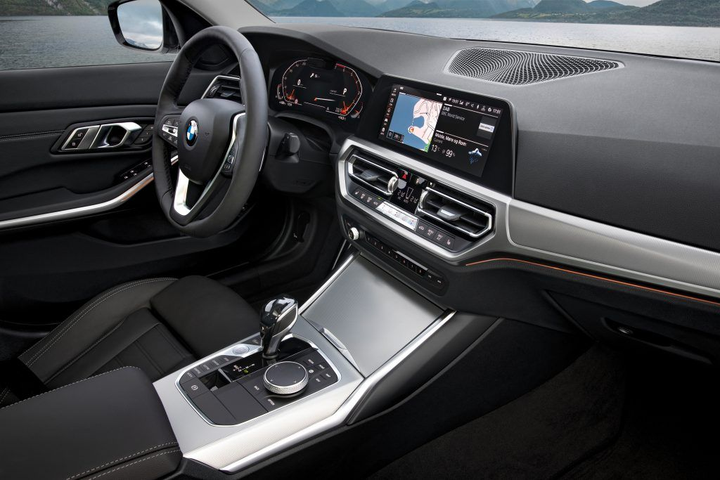 With BMW Gesture Control, certain functions can be operated by means of defined hand movements.